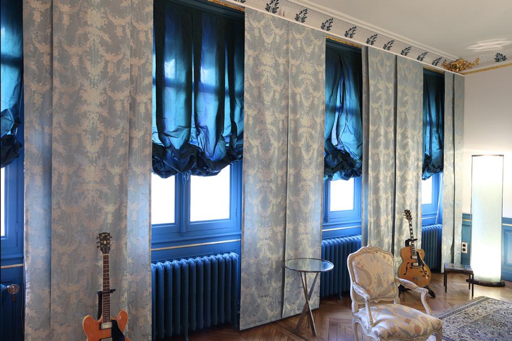 ambiance-studio-musique-rideaux-bleu-francoise-prugne